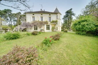 This beautiful château sits in 40 hectares of land only 20 minutes from Saint-Emilion and 1 hour from Bordeaux and offers the opportunity for a real lifestyle change.