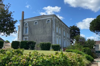 This extraordinary 19th century property enjoys glorious views of its sumptuous gardens with century old trees and ornamental ponds.