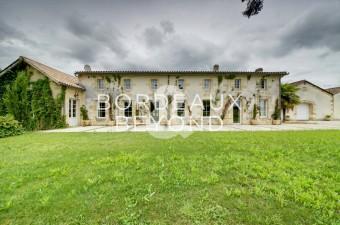 Propriété viticole à la pointe technologique dans la région Bordelaise très recherchée des Côtes de Blaye / Côtes de Bourg.