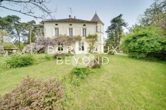 40 hectares d'un seul tenant dans un cadre bucolique à seulement 20 minutes de Saint-Emilion et une heure de Bordeaux.