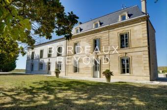 Propriété viticole exceptionnelle mettant l'accent sur l'oenotourisme et les salles de réception dans la maison magnifiquement rénovée.