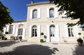 Superb maison de maitre in the chic countryside of Saint-Emilion, within a charming village. A unique and relaxing stay in the heart of the world renowned vineyards of St Emilion awaits you. Price on demand.